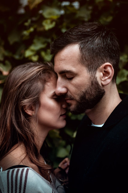 portret zakochanej pary, bliskość